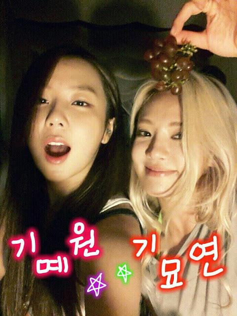 130802+hyoyeon+selca+with+yewon